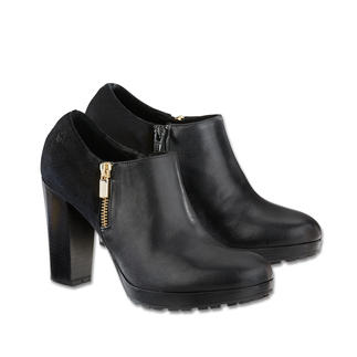 Samsonite® Footwear Ankle Boot The 24-hour boot: Looks great with dresses, skirts and trousers. And suits all occasions.