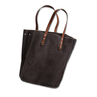 Nanni Tote Bag The trendy bag shape – in a rare, luxurious version: The tote bag in exquisite calfskin suede. Made in Italy.