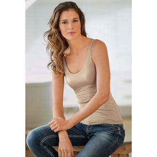 Triumph 4-in-1 Shirt The versatile reversible top: From nude to black, from V-neck to scoop neck. Perfect for travelling.