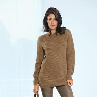 Camel Hair Pullover A rare find: Luxurious pullover made of 100% camel hair. Spun in England. Knitted in Europe.