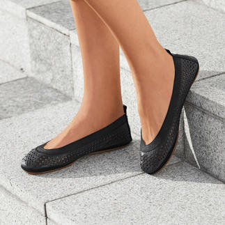 Yosi Samra Soft Ballerinas Ultra-light, very soft, supple and can be compactly tucked away.