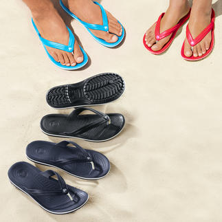 Crocs™ Beach Flips Finally – a beach flipflop with a comfortable footbed. Superbly soft. Gently cushioning and incredibly light.