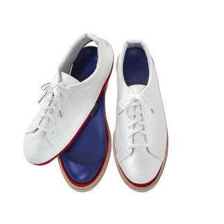 "Vario Shoes ""Johnny & Jessy"" One shoe – two different styles: Casual loafers or fancy leather sneakers."