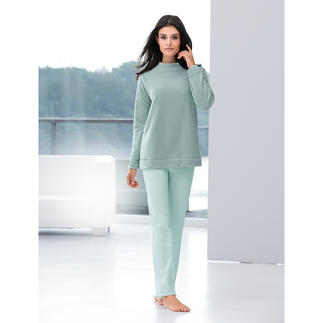 Modern Loungewear Suit Modern loungewear – contemporary in both cut and blend of materials.