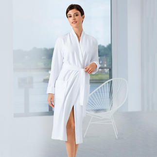 Taubert Lightweight Bathrobe A soft towelling bathrobe, but it can be folded to a compact size and weighs only 740g (26.1 oz).