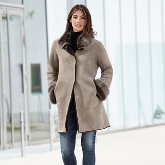 Wunderfell Lambskin Reversible Coat, Silver grey/Greige Today a modern teddy coat, tomorrow a timeless lambskin classic. By Wunderfell, Munich.