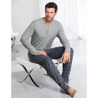 """Hanro Pyjama """"Perfect blend"""" Perfect pyjama combination: Incomparably soft top in MicroModal + cuddly bottoms in cotton flannelette."""