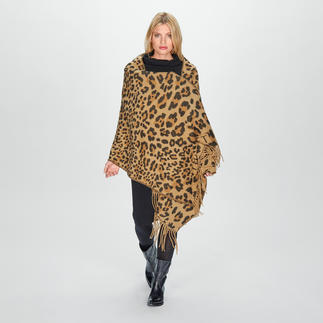TWINSET Leo Scarf Trendy design in classic sophisticated colours and opulent sizes. By TWINSET.
