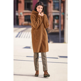 Betta Corradi Fake Fur Reversible Coat Hardly distinguishable from real suede. The affordable designer coat by fake-fur specialist Betta Corradi.