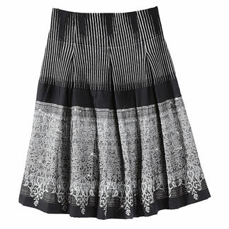 Pleated Jacquard Skirt A classy one of a kind. A versatile all-round talent.