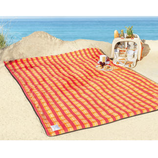 Picnic Blanket Snugly soft on top with a warm padding. 100 % waterproof underneath.