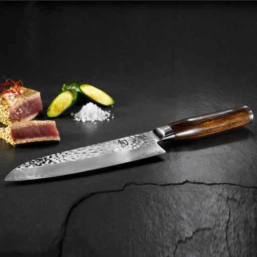 Recommended by the German celebrity TV cook Tim Mälzer, the new damask steel knives series from traditional Japanese manufacturer KAI. The new damask steel knives series from traditional Japanese manufacturer KAI.