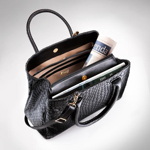 Three separate compartments keep the content of your handbag in good order and the beige lining helps you see everything better.