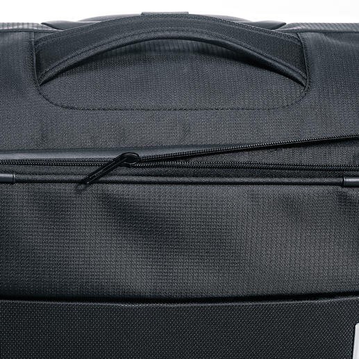 Open the expansion zip on the large and medium-sized trolley suitcase for 12 extra litres of packing volume.