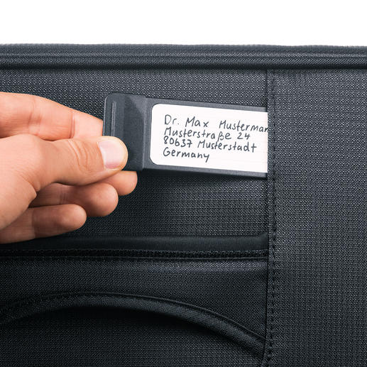 The pull-out, integrated address tag identifies your suitcase while shielding your personal data from prying eyes.