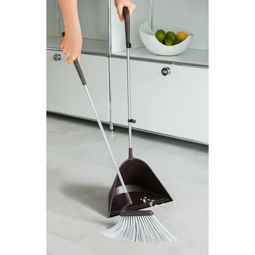 Shaped brush with long bristles for extra comfort while sweeping.