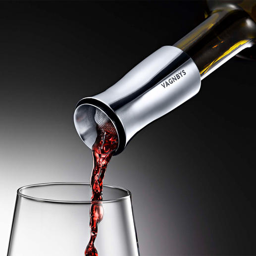 Vagnbys Wine Decantiere With a no-drip 360° pourer, filter and air-tight stopper.