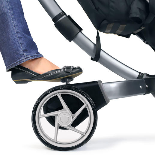 Practical pedal brake with reflecting piping.
