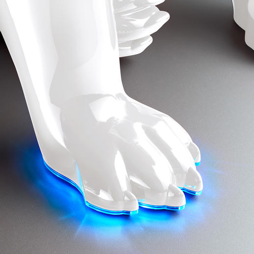 When switched on, the edge of the paws light up in blue.