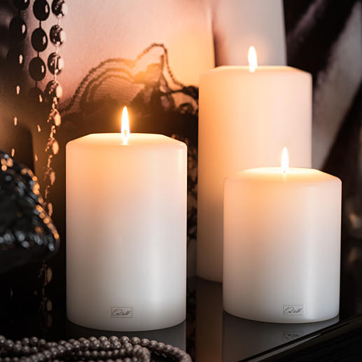 Farluce Permanent Candle - The maxi tealight insert creates the illusion of a real candle. For indoor and outdoor use.