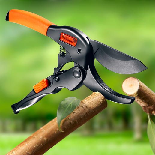 Primus Sliding Shears with belt pouch - Cut even the strongest of branches easily in one cut.