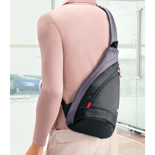 This approx. 300g (10 oz) lightweight bag is easy to shoulder on longer journeys.