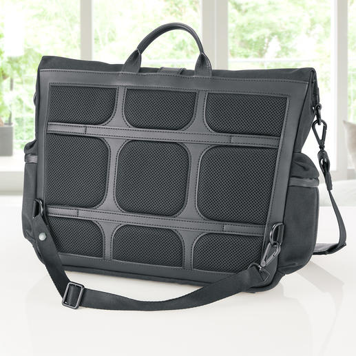 Mesh padding on the ergonomic back provides ventilation.
