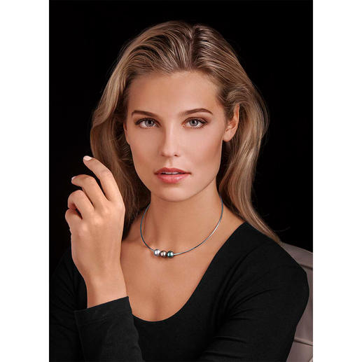 Tahitian Pearl Necklace - Probably the trendiest variety of sophisticated pearl jewellery.