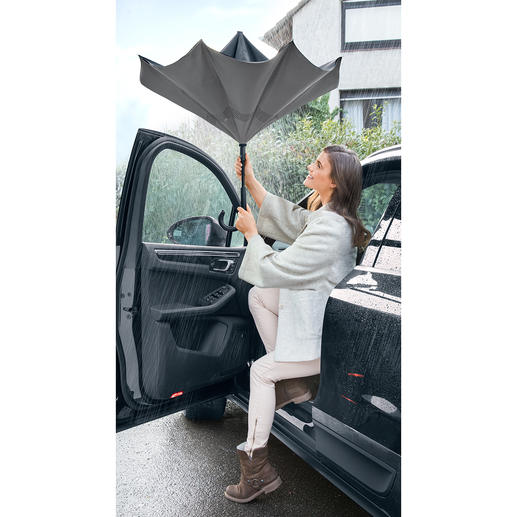 City Umbrella Despite heavy showers: Keep dry getting out of the car, bus and train – without holding others back.