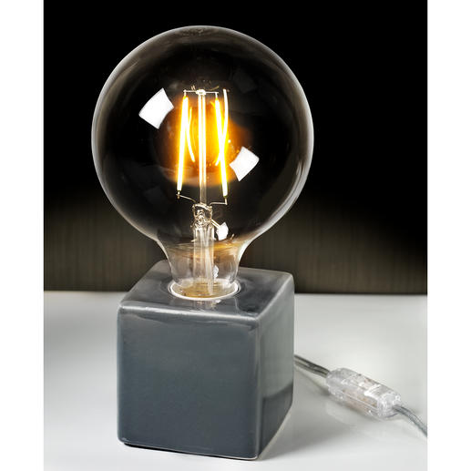 Instead of a cold light, the light bulbs emit a particularly attractive light.