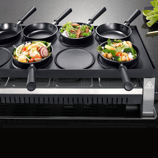Turn the large 1,350cm² (209in²) grill plate around and prepare Asian specialities in the mini-woks, …