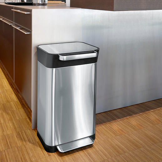 Waste Bin With Compacting System - This ingenious waste bin saves up to 3 times as much space as others of the same size.