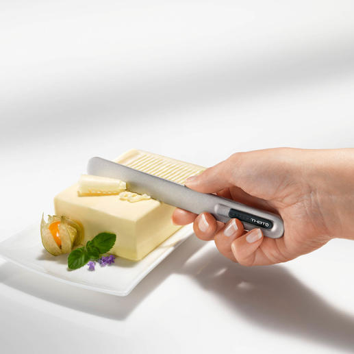 Butter Knife SPREAD THAT!® Effortlessly spreads fine pieces of ice-cold butter.