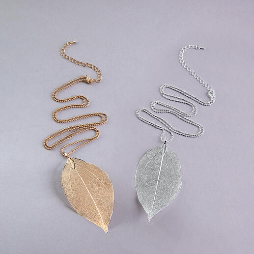Designed by nature: The leaf of the bodhi tree. Designed by nature: The leaf of the bodhi tree. Gold- or silver-plated. Each necklace is unique.