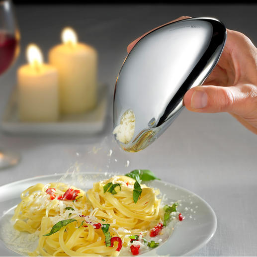 Cheese can be added in exactly the required amount to pasta dishes, salads, carpaccio, etc. with the pouring opening.