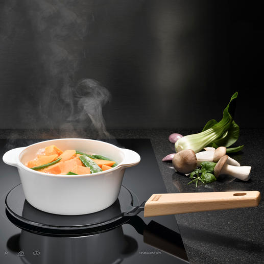 2-in-1 Adapter Plate - Makes all your favourite pans suitable for induction hobs and keeps your food warm at the table.