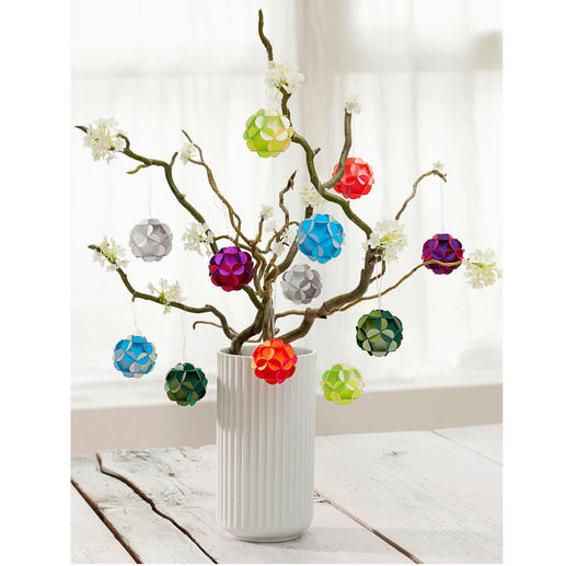 Flower Balls, Set of 12 - An eye-catcher all year round: Magical flower balls in shimmering colours.