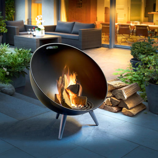 FireGlobe Fire Bowl - A traditional campfire – in modern, Danish design. Safe, beautiful and stable.