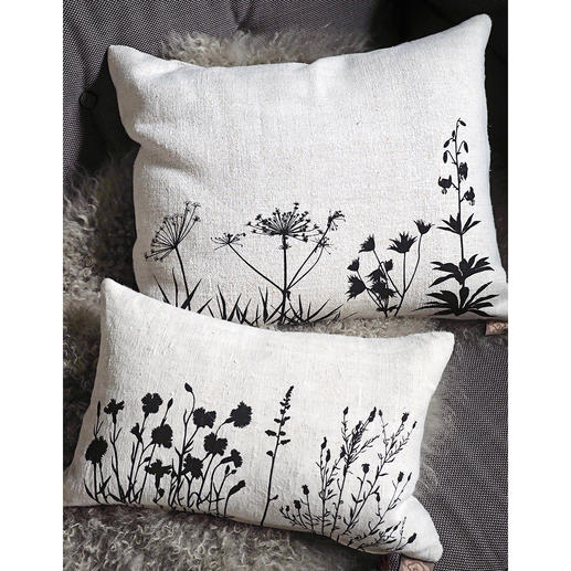 Cushions made of 100-year-old linen Hand-printed with filigree botanical motifs.