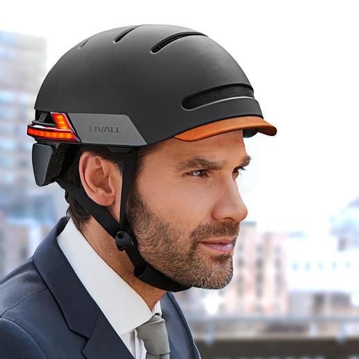 Urban design with semi-gloss finish and handmade leather viso.