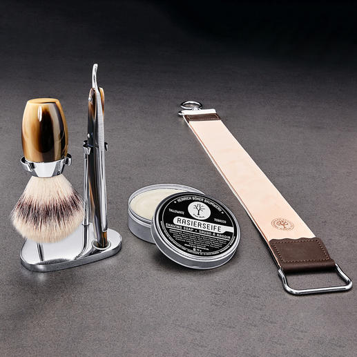 The complete set includes a Böker shaving brush, stainless steel stand, shaving soap and leather strop.
