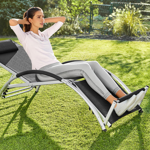 2-in-1 Multifunctional Chair With this ingeniously versatile chair, you can relax or train your abdominal muscles.