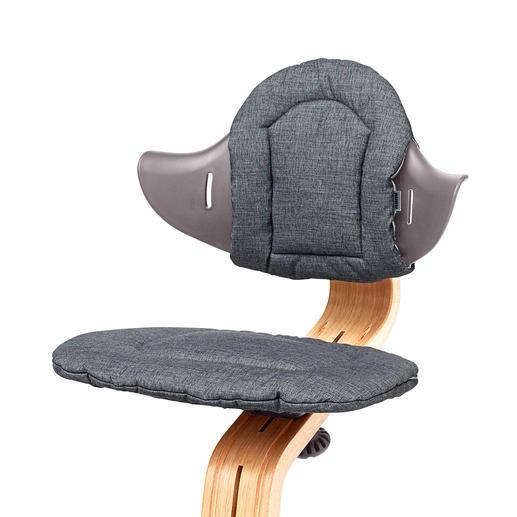 The cushion set ensures optimal seating comfort.