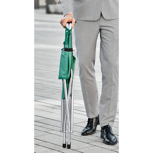 Folded in one go: Ideal as a walking stick.