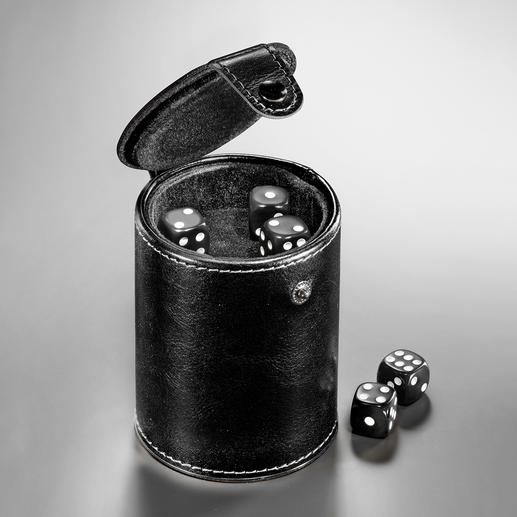 Particularly practical: The integrated dice compartment at the base of the cup.