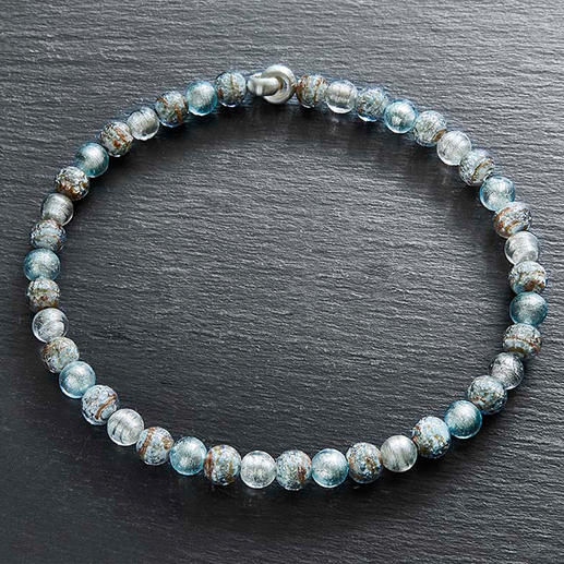 Murano Beaded Necklace - Venetian splendour: Shimmering white gold, embedded in luxurious Murano glass beads.
