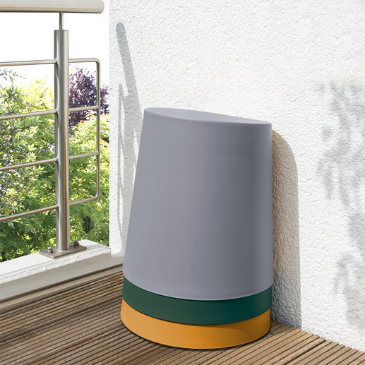 Stackable to the smallest possible size. Inside spacers prevent a vacuum and the stools can be easily unstacked again.