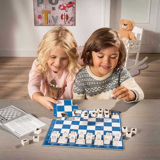 Chess Junior Child's play learning chess – with a lot of excitement and fun.