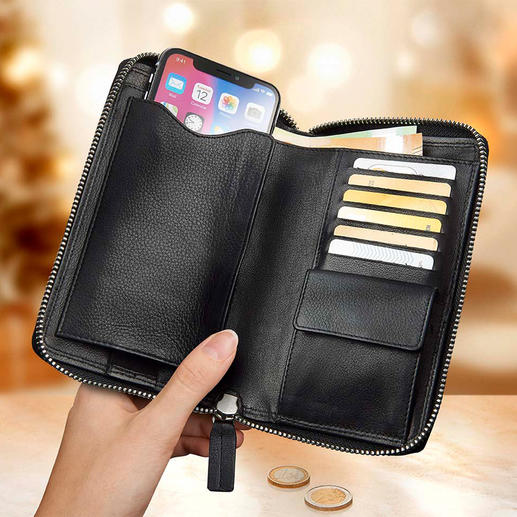 On the left the mobile phone pocket, on the right 6 card slots and the coin pocket with push-button closure. Behind it 2 large bank note and document compartments.