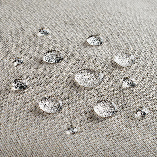 Thanks to the stain-repellent Teflon™ finish your table linen stays impeccable longer.